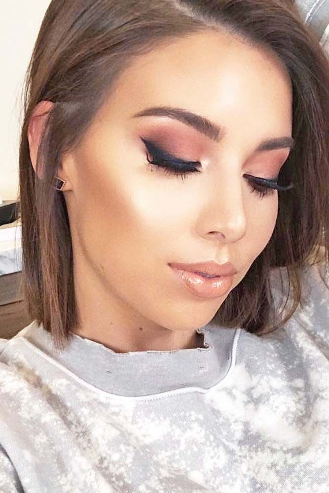 Here are 10 makeup tips to help you achieve a super sexy look that will turn heads! For every girl who wants to look her best on Valentines Day. #makeup #makeuplover #makeupjunkie