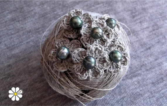 natural linen applique flowers with pearls by Creacionesmyliu, €7.00
