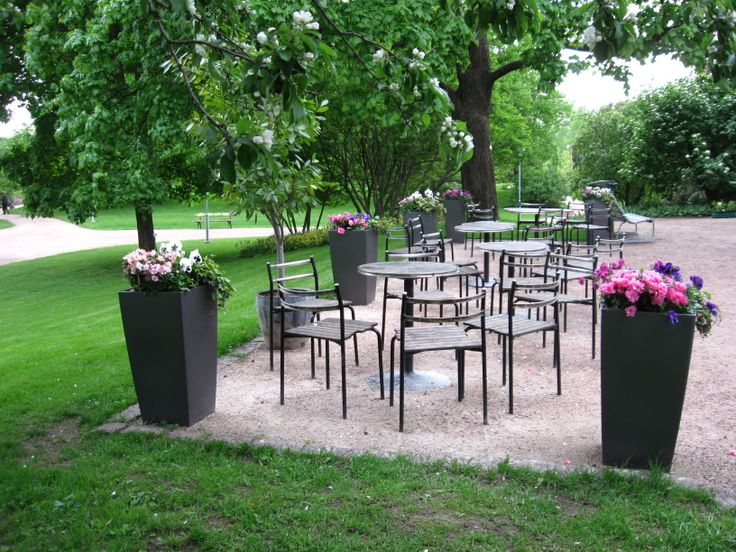 Kesäkahvila Kapusiini, Helsingin Kumpulan kasvitieteellisessä puutarhassa, nauti kahvila tuotteista kauniilla terassilla