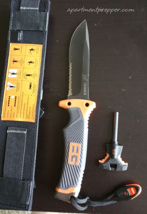 Why I Keep Two Knives with Me - Apartment Prepper