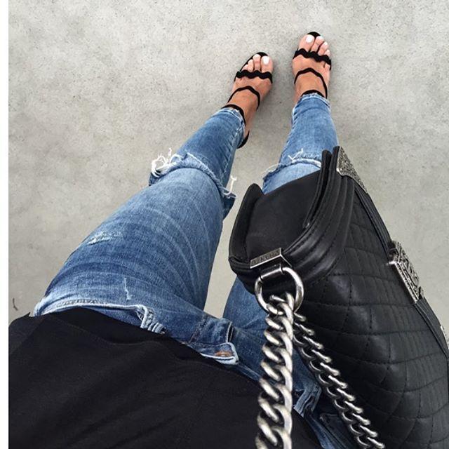 #letthecrazymonthbegin @mladenpetric 😜 #travelmonth#firststop#zurich#familytime#friends#goodtimes#bitcold#prada#sandals#mango#denim#chanel#boybag#streetstyle#fashionblog