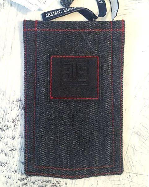 Когда ты по-настоящему любишь деним, не возникает вопрос каким должен быть чехол для твоего смартфона. Мы сделали свой в форме джинсового кармана, гаджет доволен! Если хотите уникальный джинсовый чехол для своего смартфона - обращайтесь.