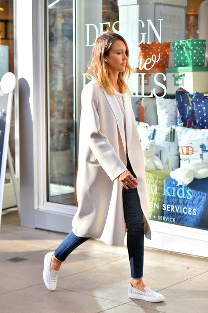 Jessica Alba best look white coat Gerard Darel