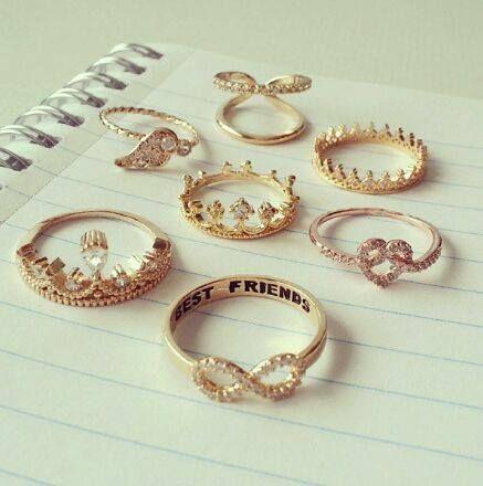 Tem coisa mais feminina do que anel de falange?