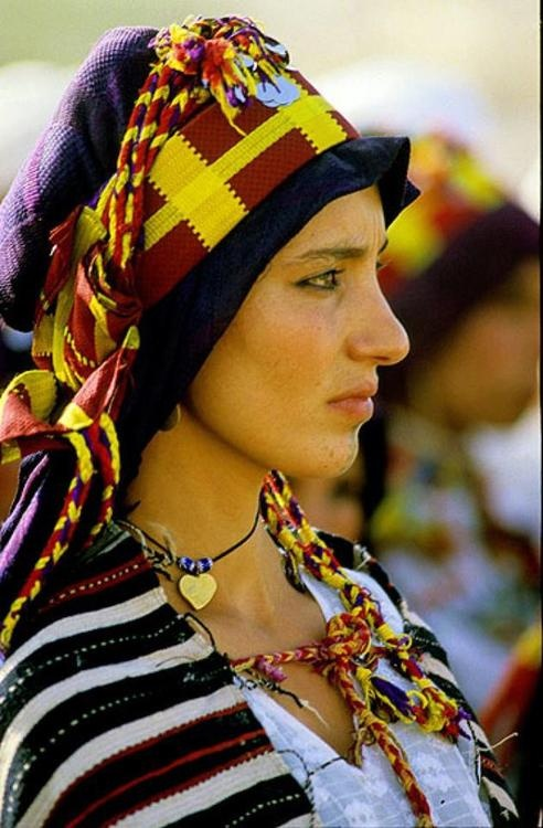 A berber woman attending the marriage of Princess Lalla Myriem in Morocco | ©  Philippe Saharoff - Maroc Désert Expérience tours http://www.marocdesertexperience