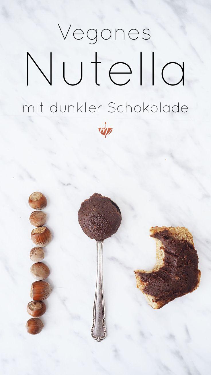 Super lecker, super einfach: Veganes Nutella mit dunkler Schokolade, Haselnüssen und Mandeln. Perfekt für's Frühstück, zum Naschen und als Geschenkidee. Das Rezept ist super einfach und schnell gemacht.
