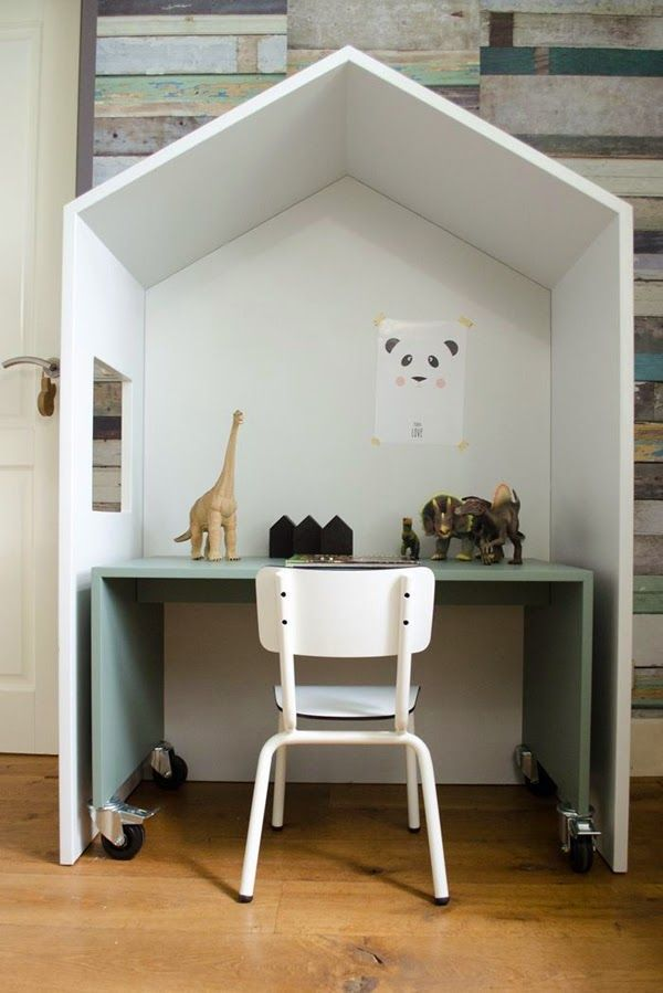 kids work space. (via Bloglovin.com )