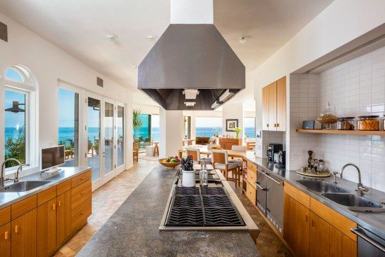 (S) malibu-kitchen-water-views - Cindy Crawford's Malibu Home