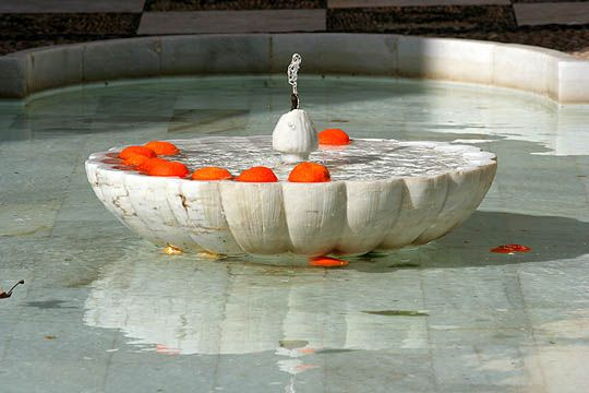 elegant and simple fountain