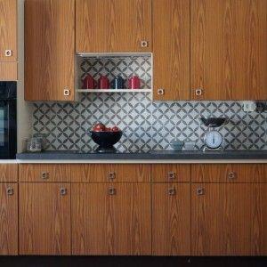 faience cuisine contemporain avec crdence motifs gomtriques by charlotte cittadini - Faience Coloree Cuisine