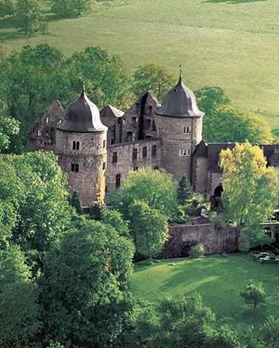 Hofgeismar/Nordhessen - Der Märchenturm  Dornröschen, da machen wir uns nichts vor, hat nie auf der Sababurg im Weserbergland gelebt. Märc...