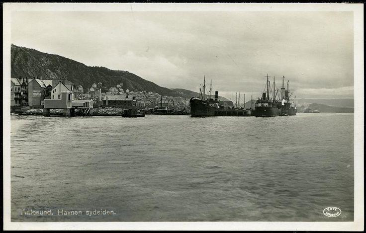 Møre og Romsdal fylke Aalesund AALESUND. Havnen sydsiden, uvanlig kort med store skip. Postgått 2. verdenskrig for portofri sak mellom tyskene 1943