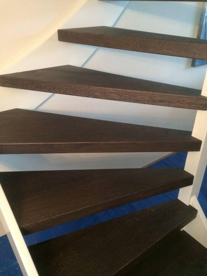 Afgelopen week een trap gerenoveerd. Nieuwe eiken panelen in wengé kleur geolied. Oude trede ingekort en bekleed. Leuk werk! ( via Parket en interieur)