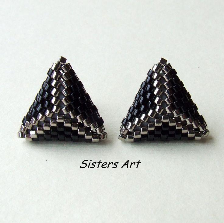 """Orecchini a lobo """"31"""" a triangolo doppio nero e argento, by Sisters Art, 8,50 € su misshobby.com"""
