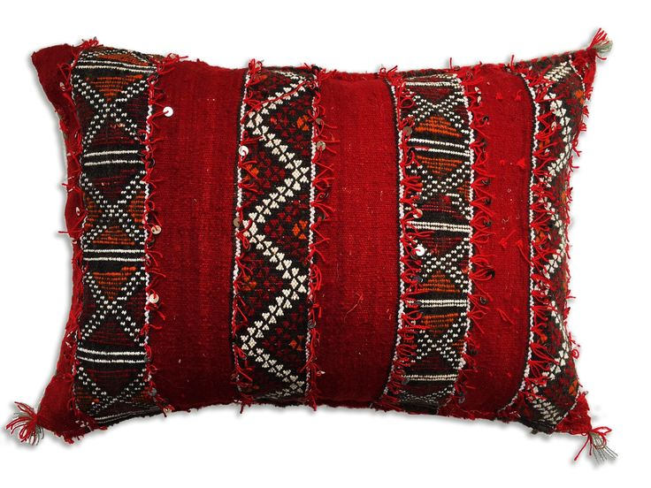 Kilim pillow cover. Moroccan pillow. Vintage cushion cover. Boho pillow. Moroccan decor Kilim decorative pillows Moroccan style Kilim fabric by CamuDecor on Etsy https://www.etsy.com/listing/514086858/kilim-pillow-cover-moroccan-pillow