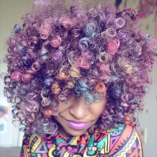 대리만족을 느끼게 해주는 지루할 틈 없는 #헤어스타일  뽀글뽀글 곱슬 머리 스타일에 레인보우부터 핑크 블루 그린 옐로 등 모든 컬러에 도전하는 @naturallytash를 소개합니다. 헤어 컬러의 여왕으로 불리는 SNS의 스타! 평생 도전해봐야 할 헤어 컬러가 너무나 많죠?  via INSTYLE KOREA MAGAZINE OFFICIAL INSTAGRAM - Fashion Campaigns  Haute Couture  Advertising  Editorial Photography  Magazine Cover Designs  Supermodels  Runway Models