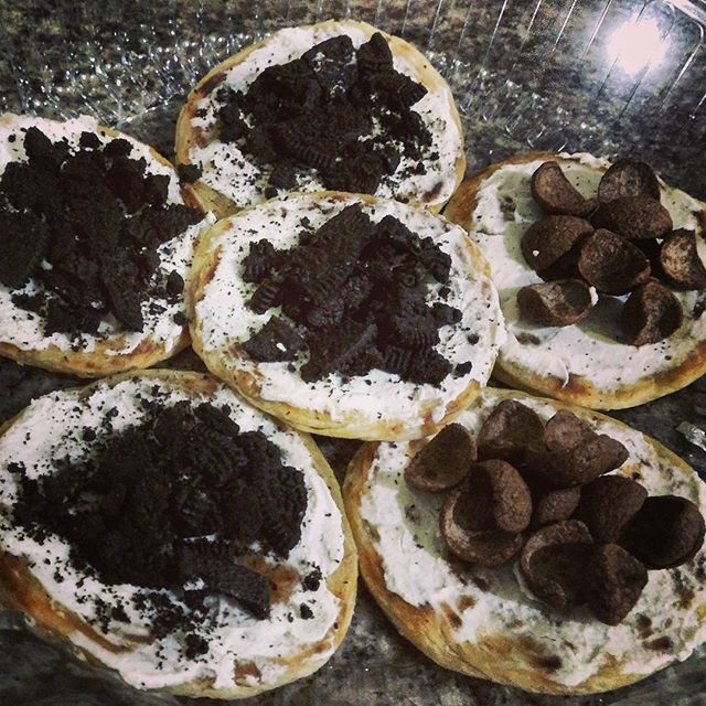 caneSia Mini Creamcheese Oreo dan caneSia Mini Creamcheese Koko. @roticanecanesia | www.roticanecanesia.blogspot.com #canesia #rotimaryam #roticane #delicious #delivery #deliveryorder #foodgasm #foodie #food #foodporn #foodstagram #indonesia #onlineshop #onlineshopping #canai