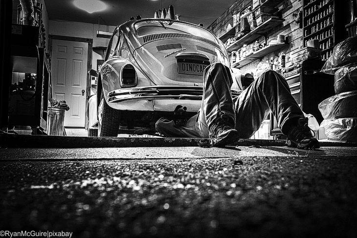 Münchener Ehepaar siegt vor Gericht gegen VW im Abgas-Skandal  Das Landgericht München bestätigt, dass die Nichteinhaltung der gesetzlichen Grenzwerte einen erheblichen Mangel darstellt, der zum Rücktritt vom Kaufvertrag berechtigt. Ferner sei es unzumutbar, mehr als 6 Monate auf die Nacherfüllung zu warten.