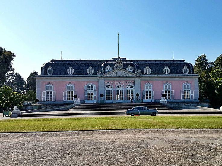 Popular Good oid times in Barock Stile Palace Castle Barock Pink