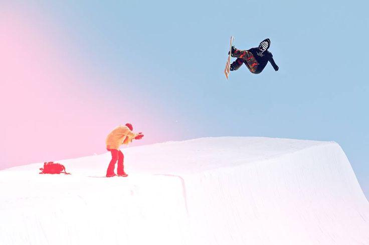 Filippo Kratter sending a proper Fs air in Les Deux Alpes,France!! #funky #agronaut #snowboard #lesdeuxalpes #france