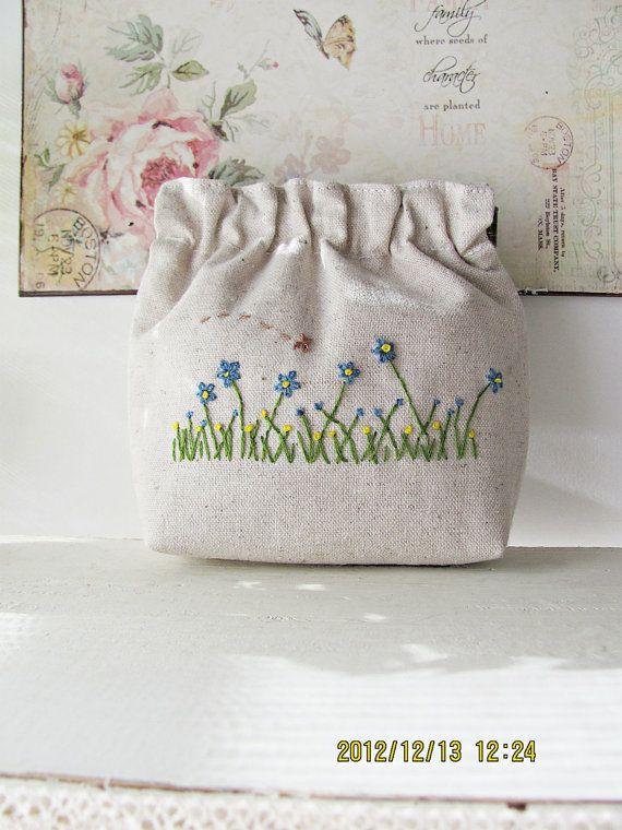 Hand embroidery flex frame purse pouch bag by KawaiiSakuraHandmade