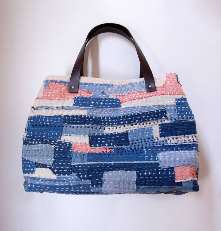 The first sashiko scrap bag that I made nearly 2 years ago has experienced heavy use ever since, but there are times when it isn't quite big enough for all the stuff I want to haul around. (M…