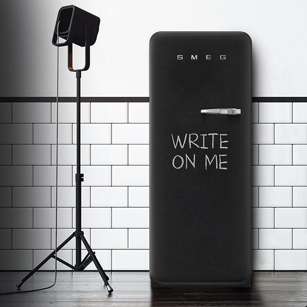 Холодильник FAB BlackBoard – ретро-гаджет для обмена сообщениями