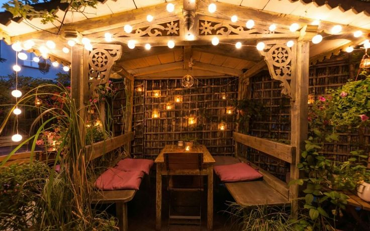 Lightened up arbour / romantic and beautiful, could spend there whole night / Zielona Weranda garden