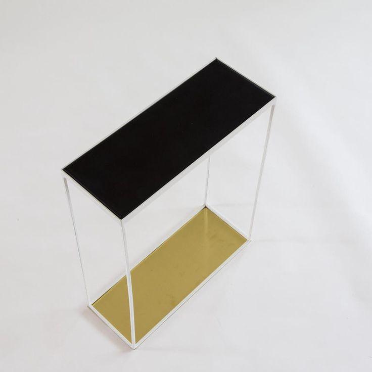 """Carlo Andersson på Instagram: """"Litet sidobord med mässingsbotten. Perfekt att ha brevid soffan!  #vikenshantverkeri #soffbord #läder #granit #marmor #mässing #koppar #inredning #design #stil #interiör #bord #sidobord #vackert #möbler #vadärdinstil"""""""
