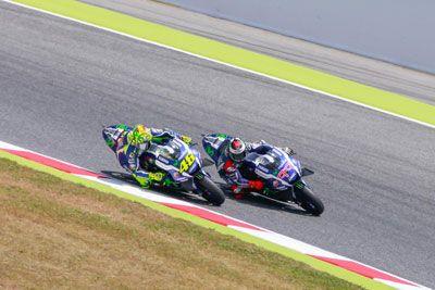Foto Duel Rossi Vs Lorenzo MotoGP Catalunya 2016