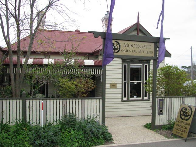 Moongate Accomodation   Hepburn Springs, VIC   Accommodation