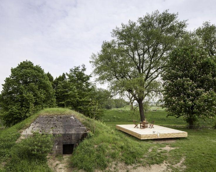 Un rifugio che assicura qualcosa in più della sopravvivenza. E' il bunker di  Fort Vuren , costruzione riconosciuta monumento storico in Olanda e trasformata in bed&breakfast. Le mura spesse e gli spazi ridotti (la sala principale misura 3x3 metri e 1,8m di altezza) non ha impedito allo s