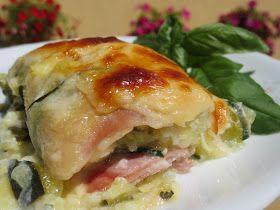 Canelones de calabacín, jamón y queso INGREDIENTES: - 2 calabacines (Peso total unos 800 gr.) - Sal - Pimienta - 4 lonchas de jamón cocido - 4 lonchas queso en lonchas - 100 gr. de cebolla - 2 dientes...