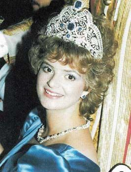 A better image of Gloria TuT, wearing the sapphire tiara, which shows just how large and complex a piece it is.