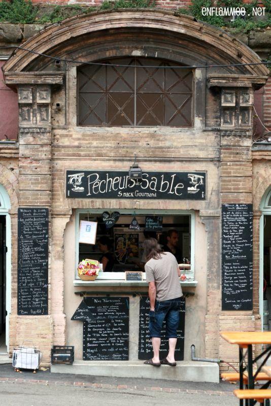 """""""Aux Pêcheurs de Sable"""", quai de la Daurade, Toulouse. Buvette et grignotage de qualité."""