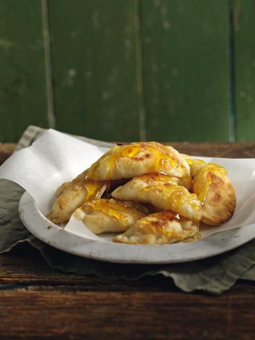 Μυζηθρόπιτες κρητικές. Cretan Mizithropites (Mizithra cheese pies)
