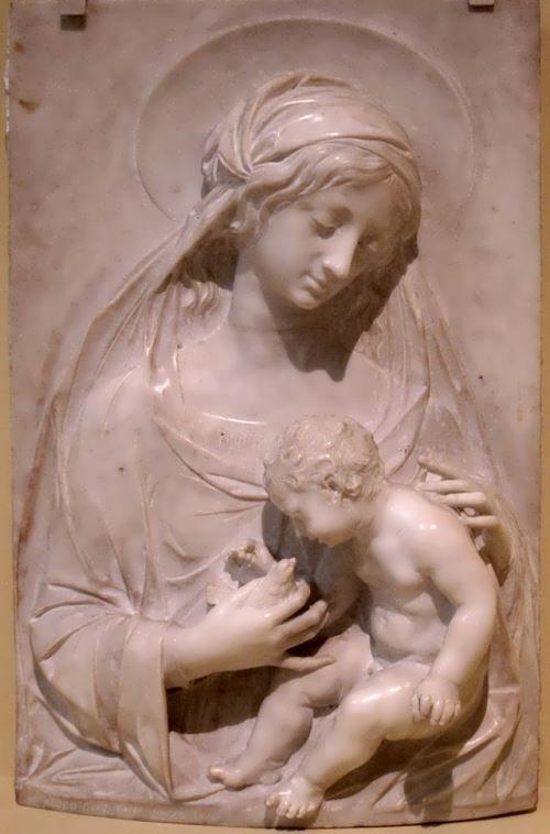 Мадонна с младенцем, мраморная скульптура Алчео Доссена