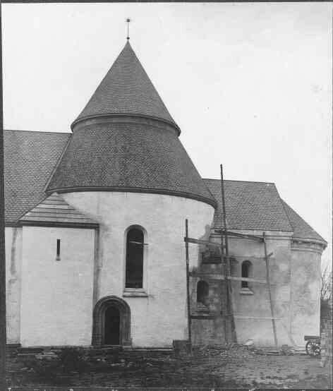 Skånes medeltidskyrkor med runda torn - t.ex. Walleberga