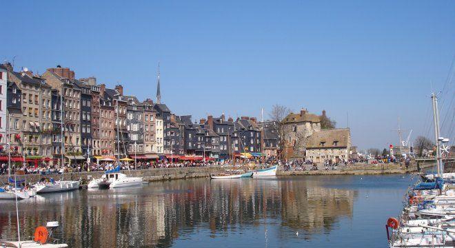 #france #франция #normandie #normaundie #normandy #кальвадос #лизье #honfleur #онфлер #онфлёр #чтопосмотреть #достопримечательности #порты #старыйпорт Старый порт в Онфлере. Онфлёр: достопримечательности, отели и другая полезная информация   Oh!France: поездка во Францию