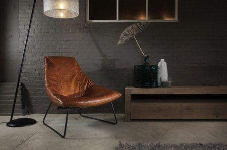 Uit de 'Old Glory' collectie is dit het nieuwe, door Team Jess Design ontworpen model Beal. Dit is een fauteuil die door zijn vormgeving een heel fijn zitcomfort geeft. Je hebt de keus uit vele soorten en kleuren leer, in combinatie met het donkere metalen onderstel kun je daarom je eigen stoere fauteuil creëren.