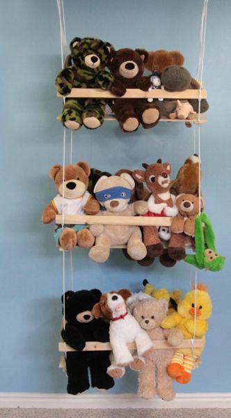 Organizador de bichos de pelúcia é lindo, é prático e ainda decora o quarto (Foto: itsalwaysautumn.com)