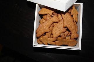 Äntligen! Jag har hittat ett recept med glutenfri pepparkaksdeg som funkar!!Ja, eller jag hittade ett recept som jag sedan gjorde...