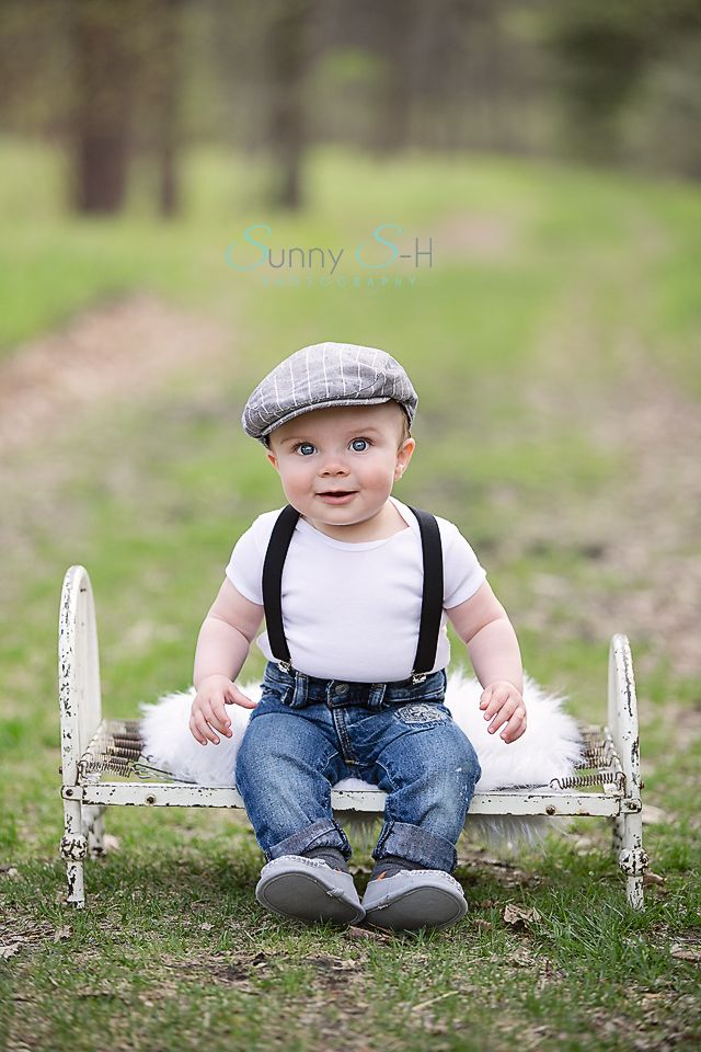 Outdoor six month baby stage session.  He rocked the vintage look and was all smiles.  Sunny S-H Photography