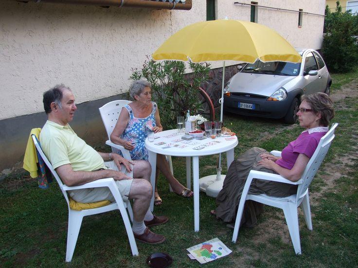 http://szallasmatraderecske.5mp.eu Beszélgetés a pihenő kertben