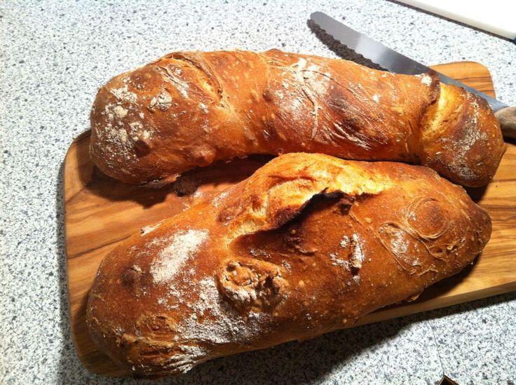 Rustikales Zwirbelbrot. Ideal zum Grillabend, gut vorzubereiten. Helles Brot aus Dinkelmehl mit langer, kalter Teigführung.