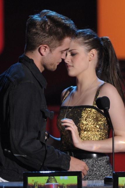 Robert Pattinson and Kristen Stewart - Best Robert Pattinson and Kristen Stewart moments - Celebrity - Marie Claire