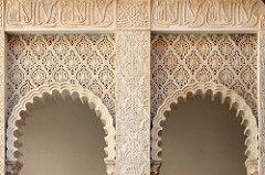 Rocchetta Mattei (purpinka) Tags: sculpture white detail architecture arch arabic ornament bianco archs archi dettaglio arabo ornamento fregio rocchettamattei