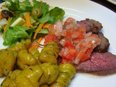昨日の晩ご飯、 ブラジル式ローストビーフ。 イギリス式と何が違うんだ?と言われれば、 ビネグレッチ・モーリョ(野菜ソース)付きと言う理由だけで、 ...