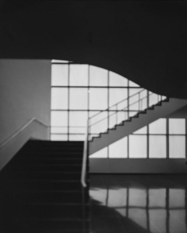 Hiroshi Sugimoto MoMA, Bauhaus Stairway, 2013 stampa ai sali d'argento, 149x119,5 cm courtesy l'artista