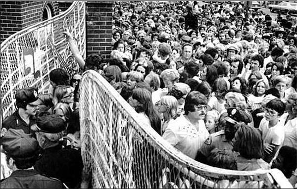 On August 16, 1977, Elvis Presley dies at Graceland ...